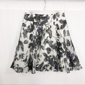 Ann Taylor Pleated Flare Skirt, Size 8, BW Floral
